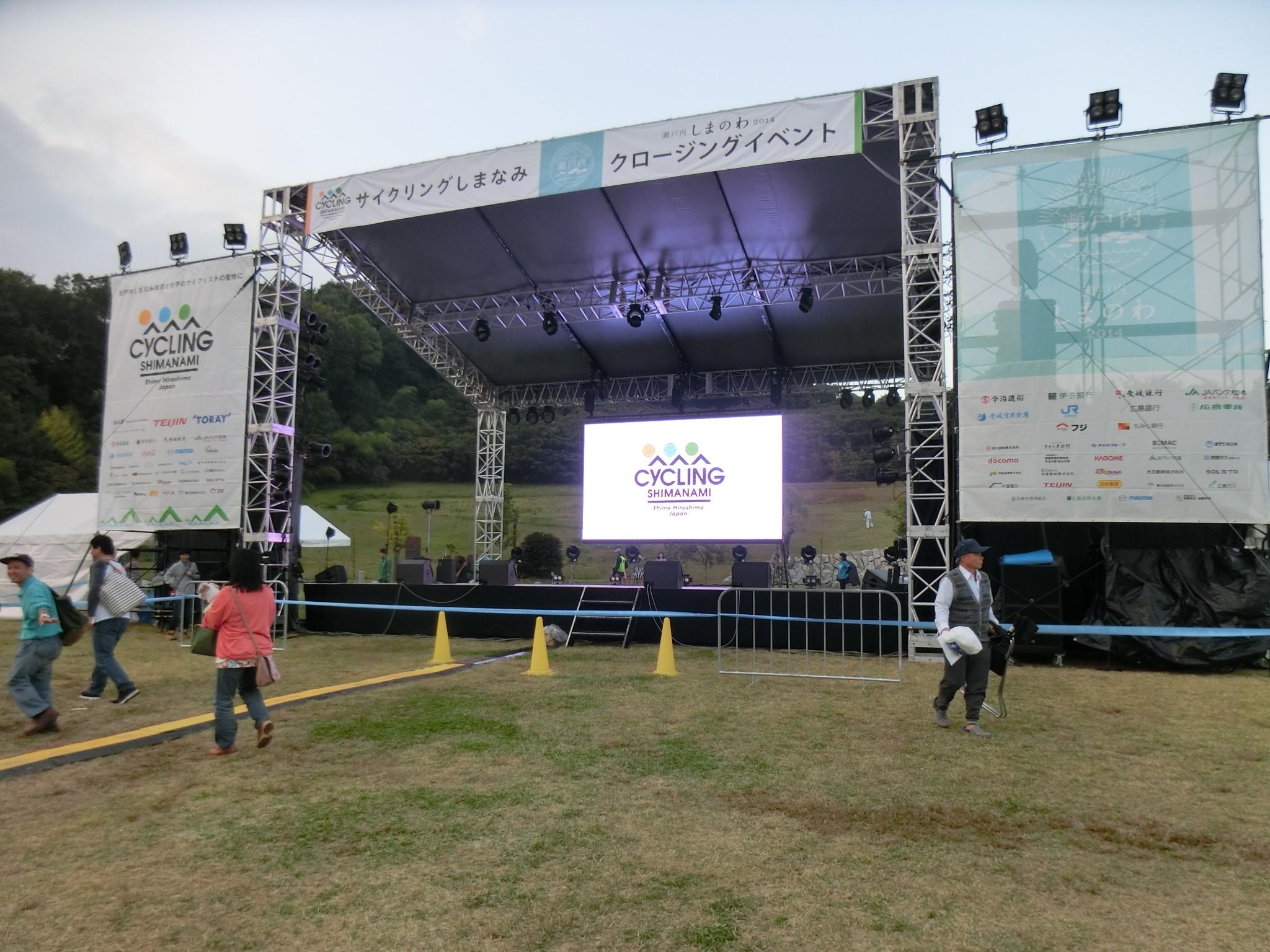 這是愛媛縣尾道市的報到會場,是不是很像演唱會現場呢?!