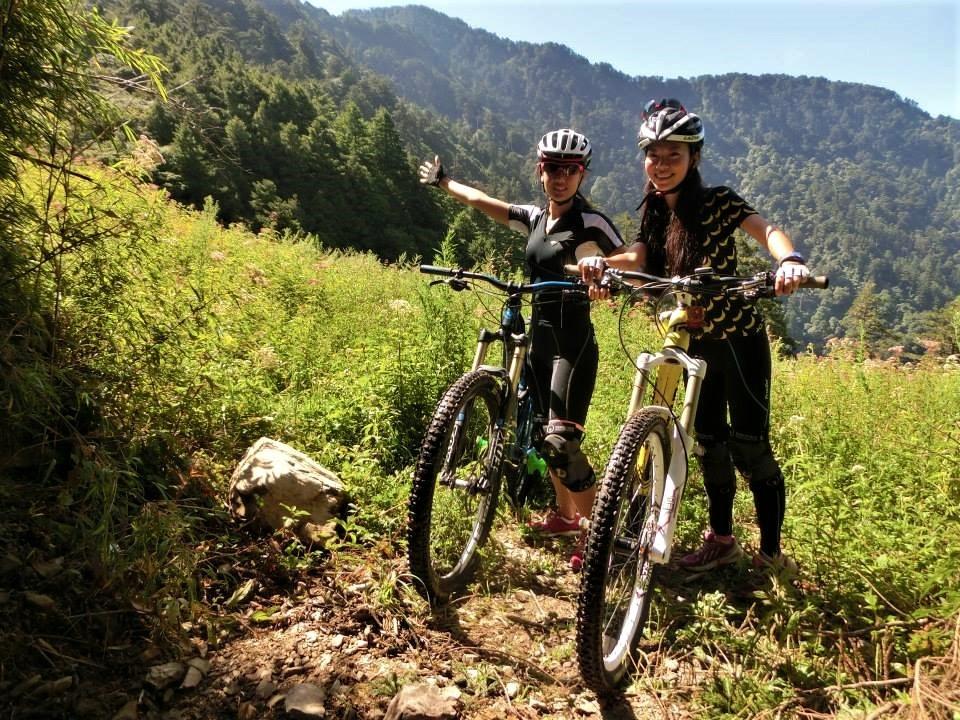今天就跟著夏美來到南投仁愛鄉的華岡部落,一起用越野登山車MTB探索合歡溪步道~