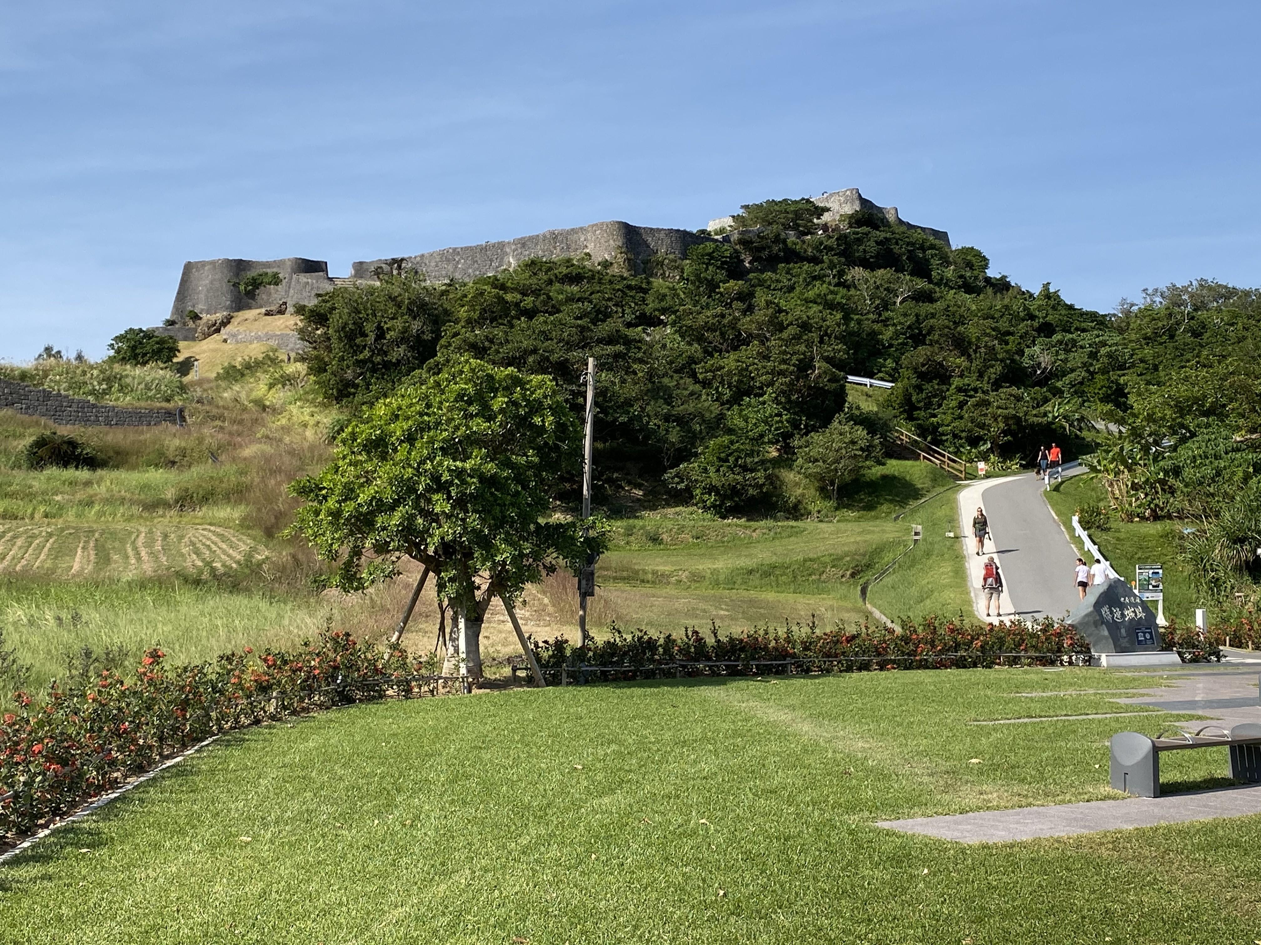 環沖繩挑戰組DAY2會經過,但常被忽略。有天空之城美稱的勝連城跡。