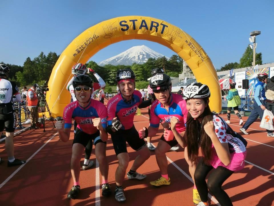 夏美完成報到手續,預祝明天能順利騎上富士山喔!!
